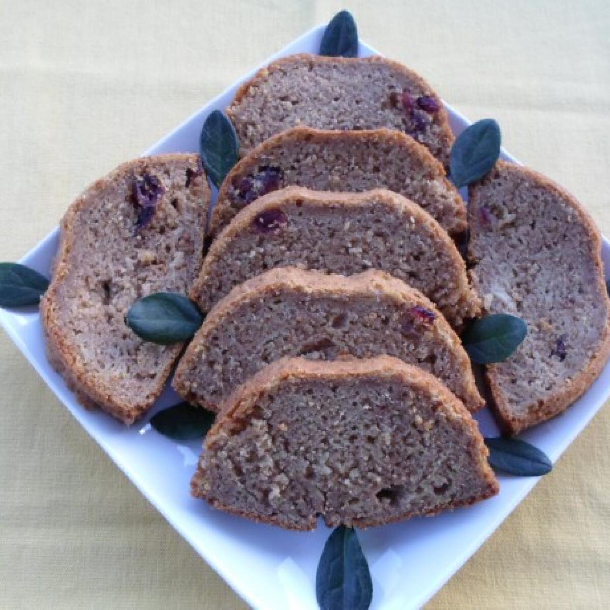 Ezen a képen: Cukkinis-zabpelyhes süti