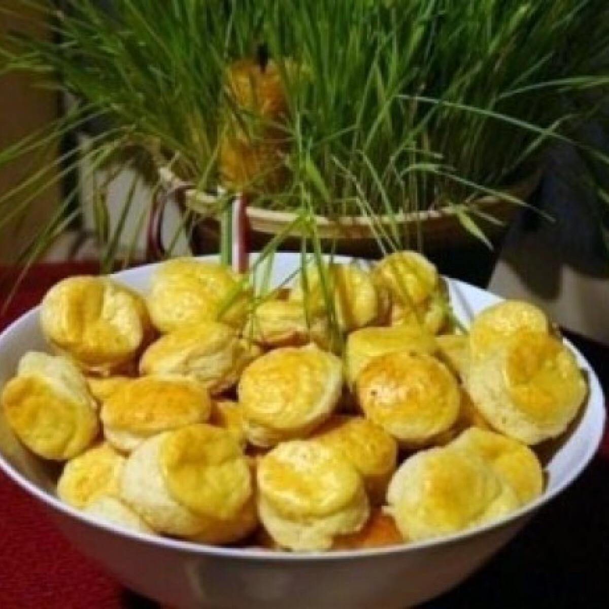 Ezen a képen: Túrós-krumplis pogácsa