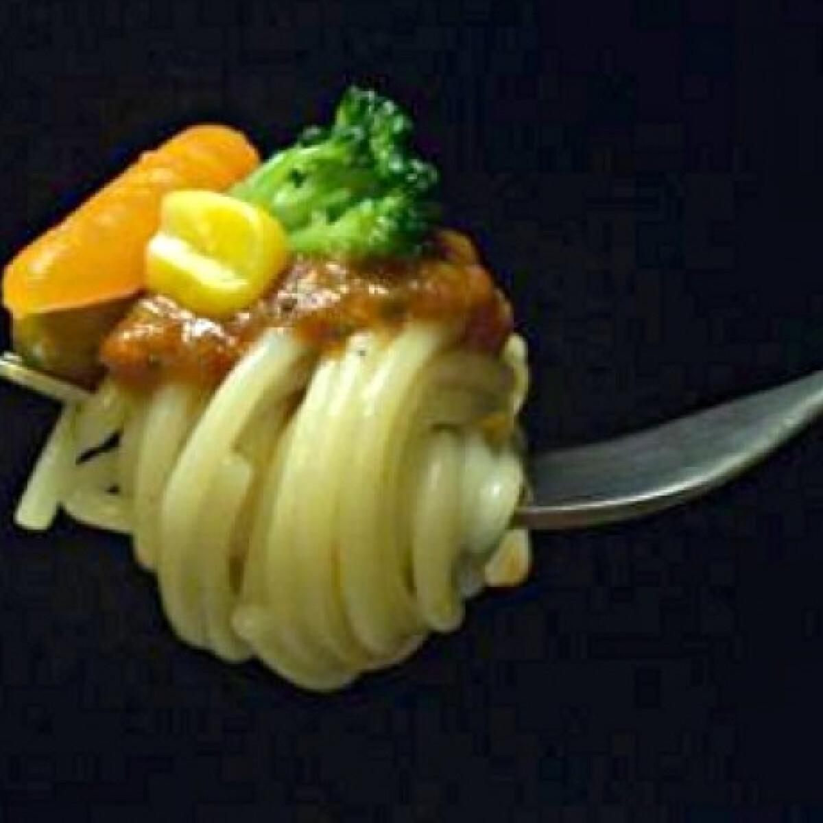 Ezen a képen: Csípős zöldséges spagetti