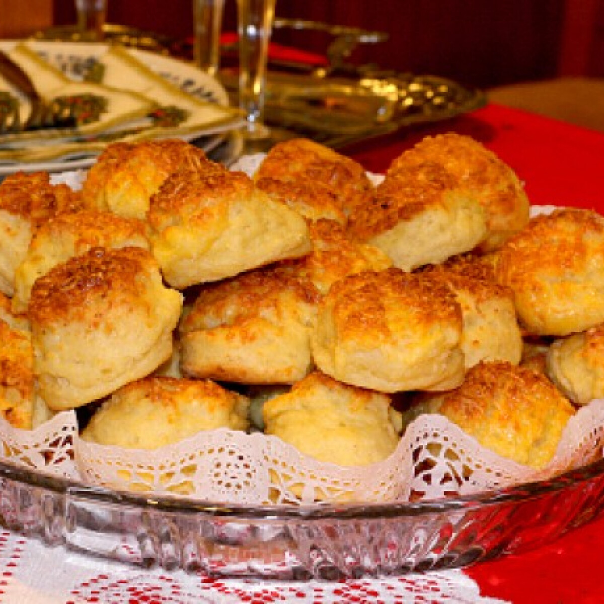 Ezen a képen: Túrós-sajtos pogácsa Bernadett konyhájából