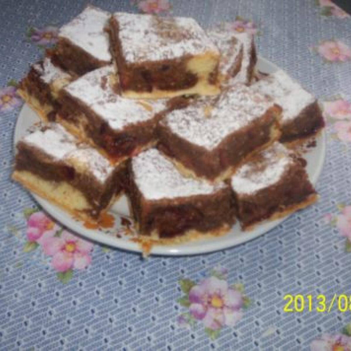 Ezen a képen: Szilvás-körtés süti
