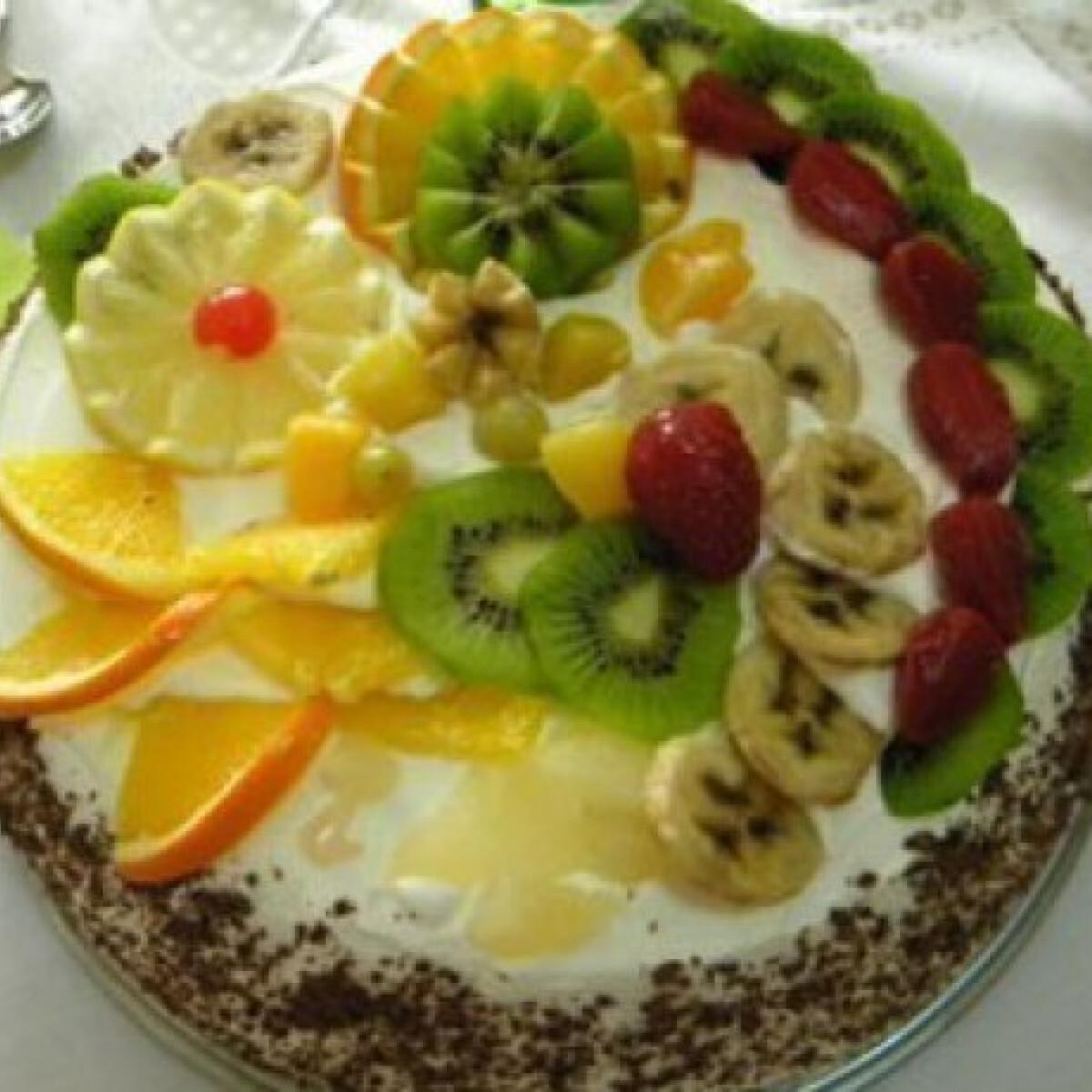 Ezen a képen: Gyümölcsös joghurttorta
