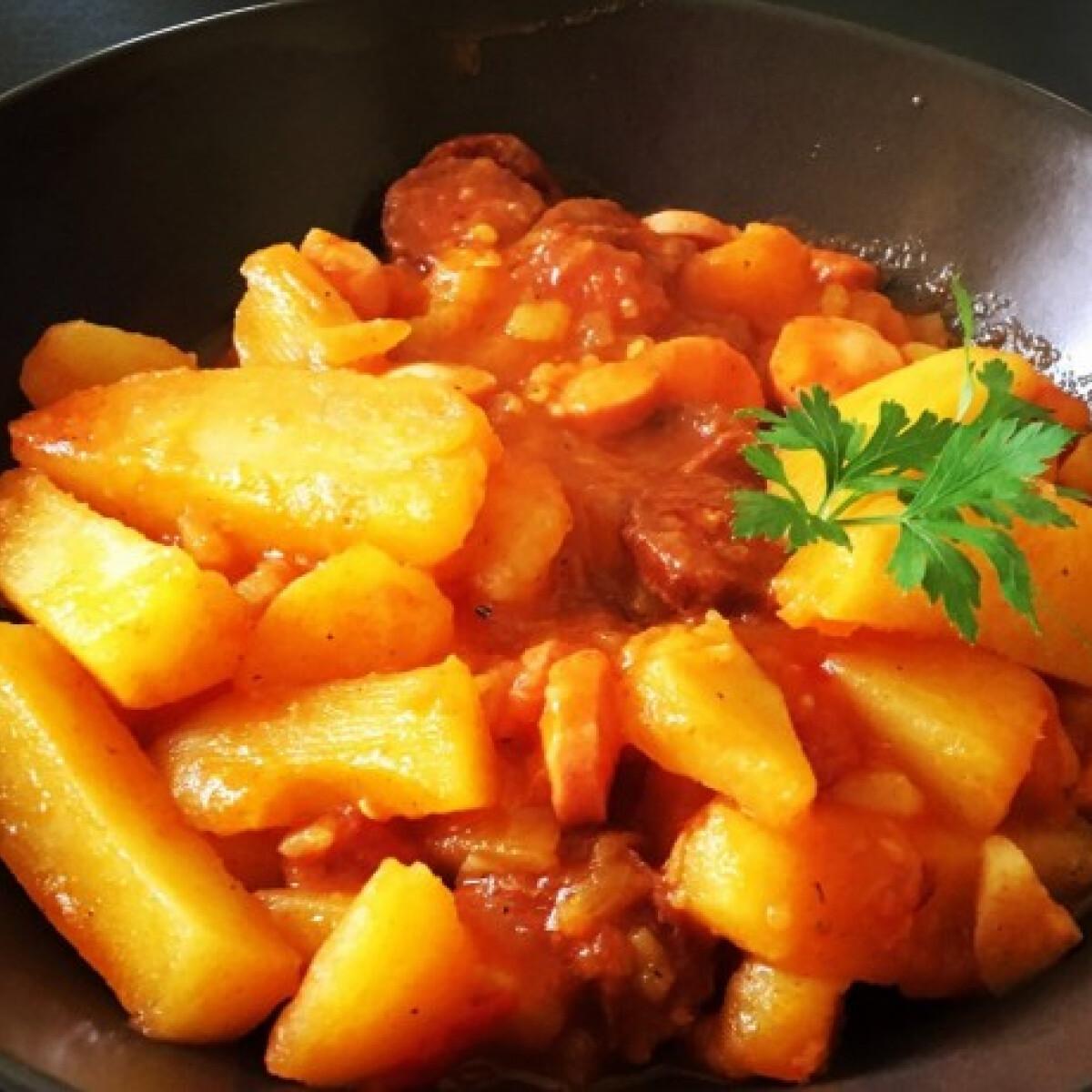 Ezen a képen: Paprikás krumpli Mortilla konyhájából