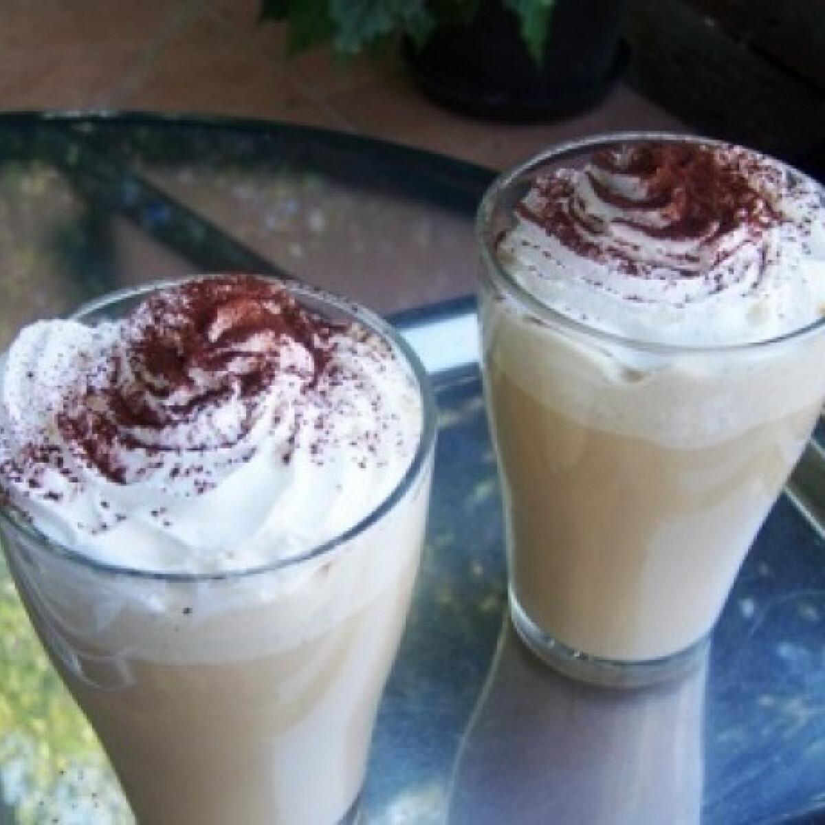 Ezen a képen: Jeges kávé turmix