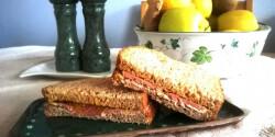 Sonkás mustáros szendvics