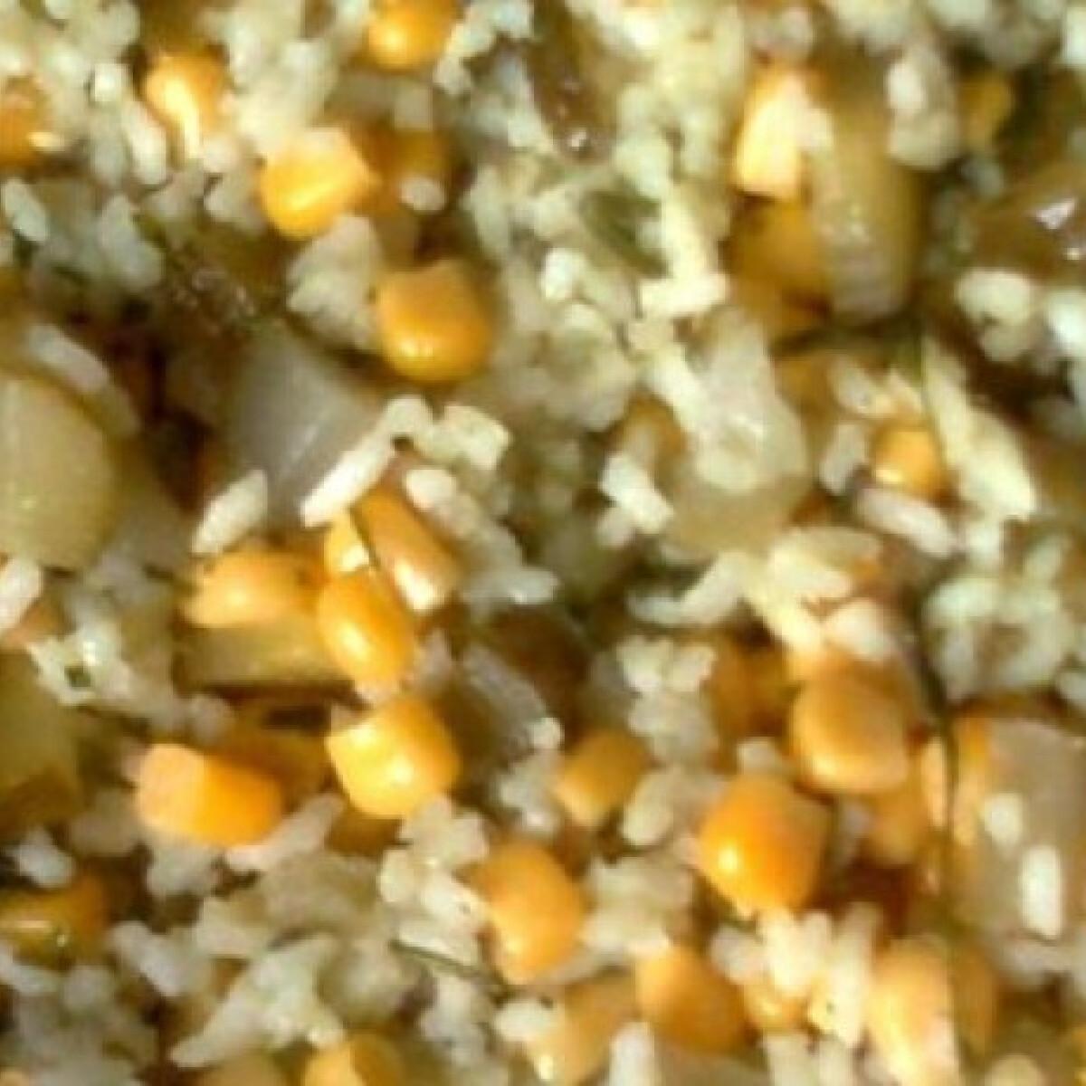 Ezen a képen: Rizs savanyú uborkával, kukoricával