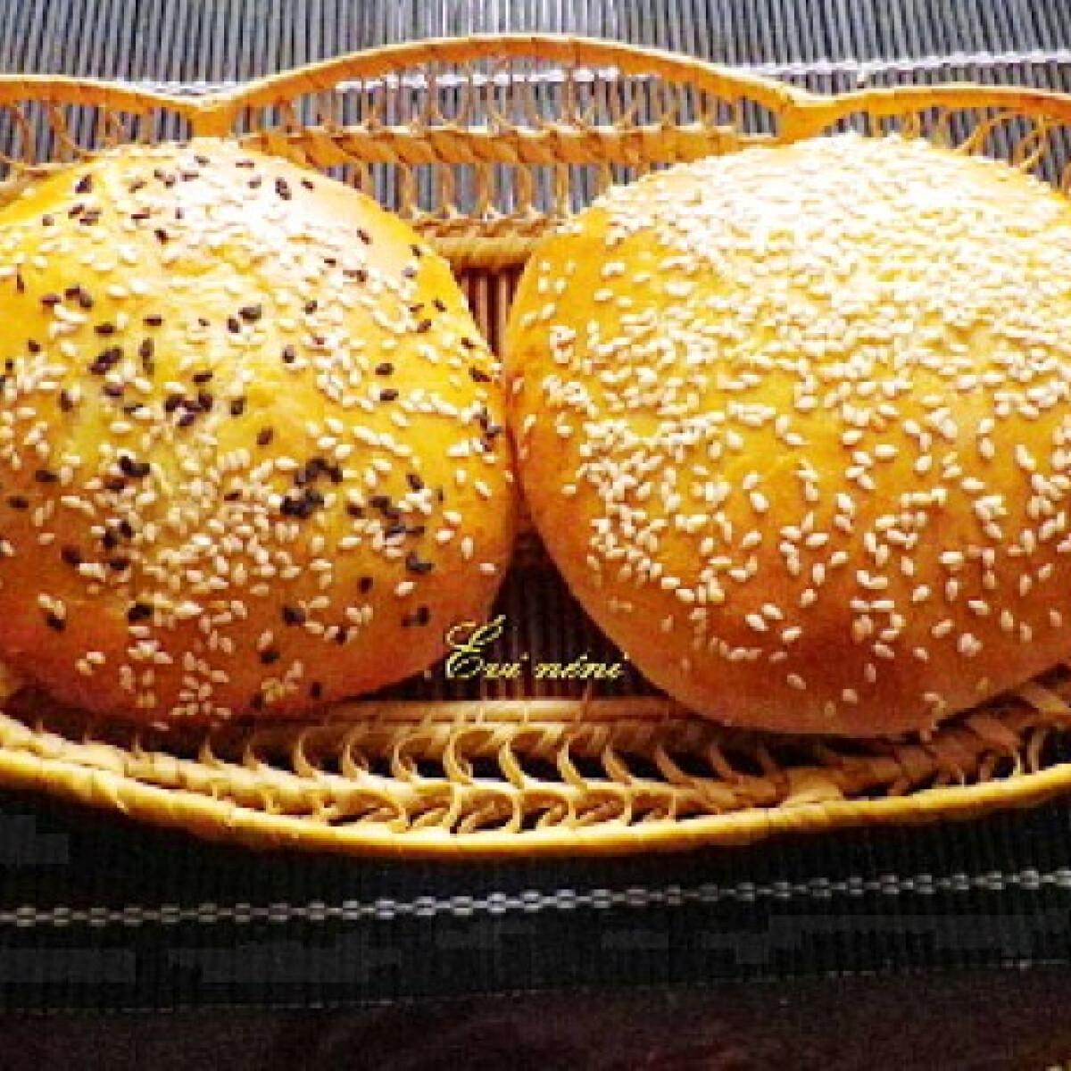 Ezen a képen: Hamburger zsemle Évi néni konyhájából