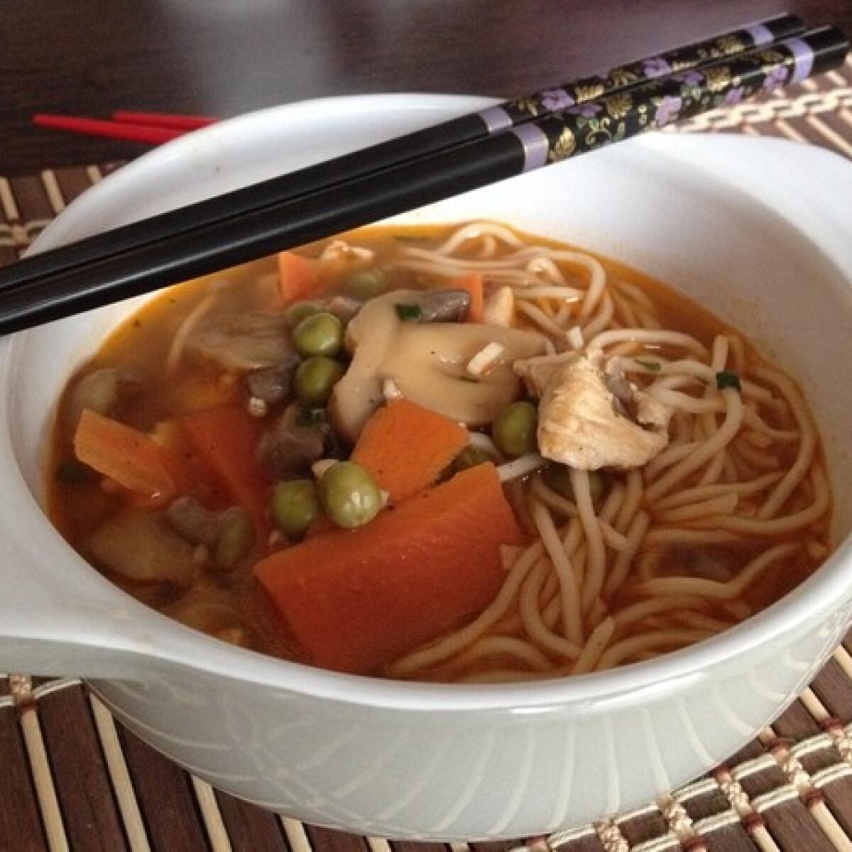 Ezen a képen: Gyors kínai leves Laura konyhájából