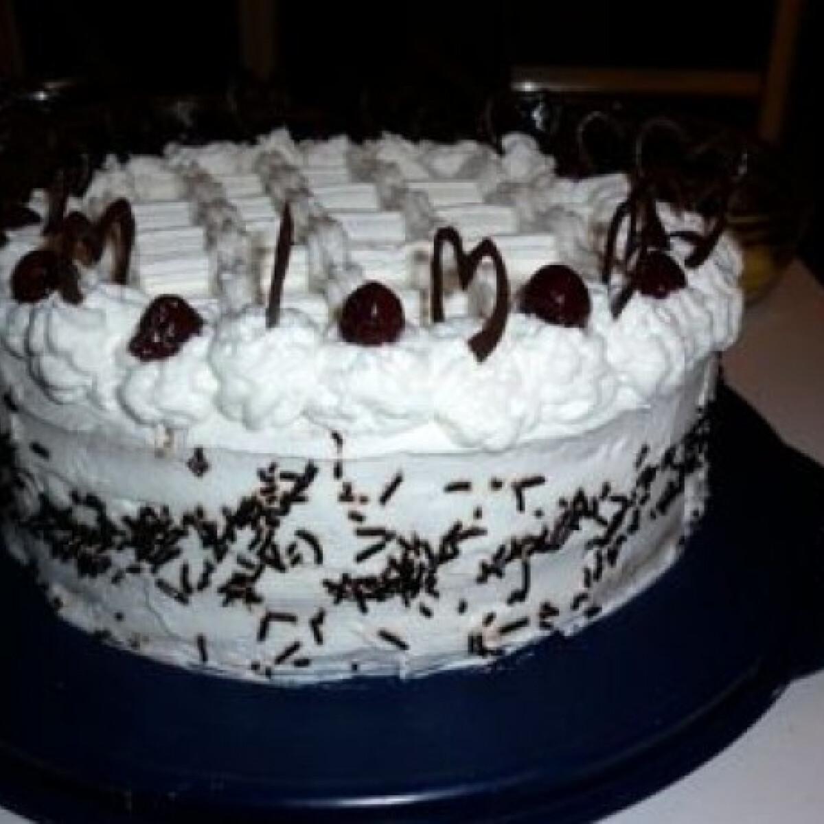 Ezen a képen: Kirsch torta