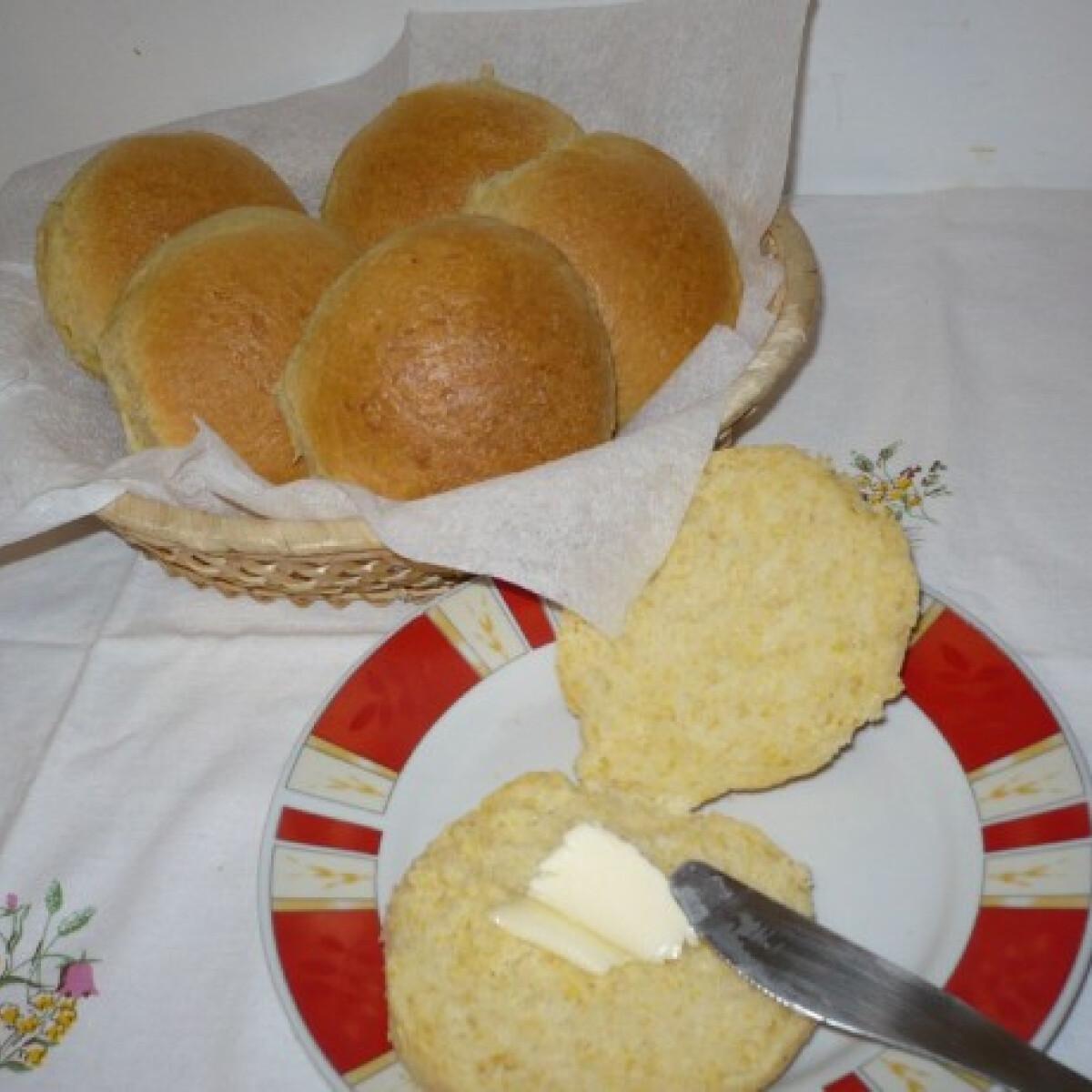Ezen a képen: Kukoricadarás zsemle