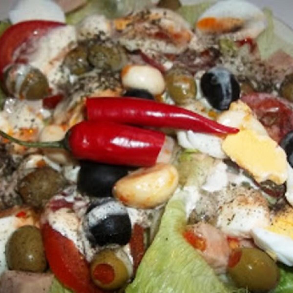 Mediterrán saláta tojással mozzarellával