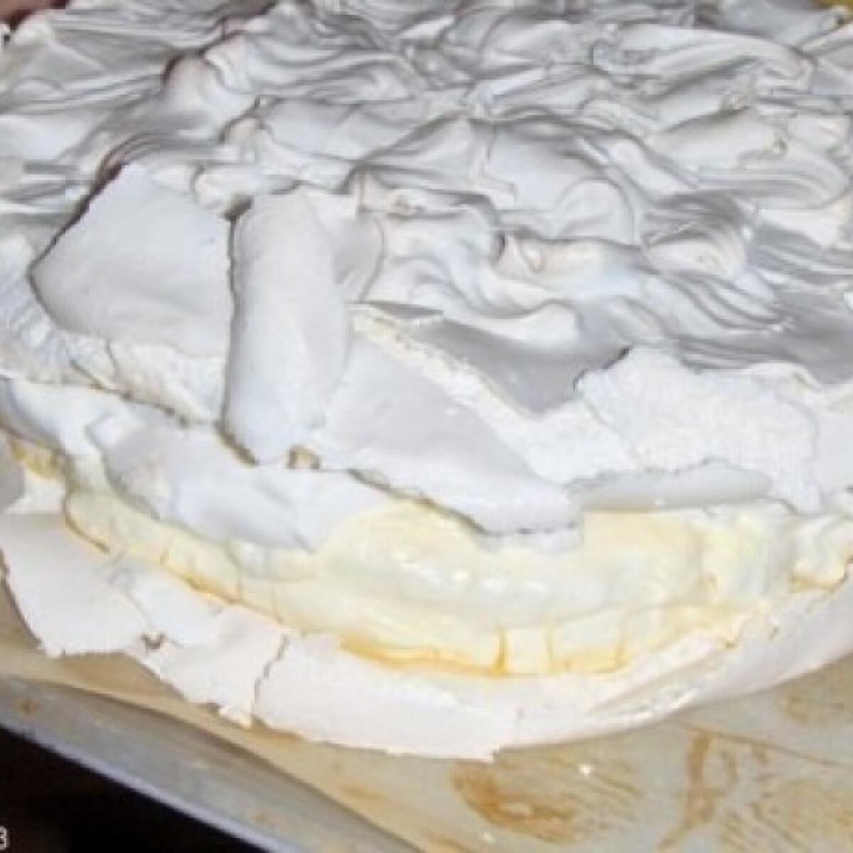 Ezen a képen: Habcsók torta