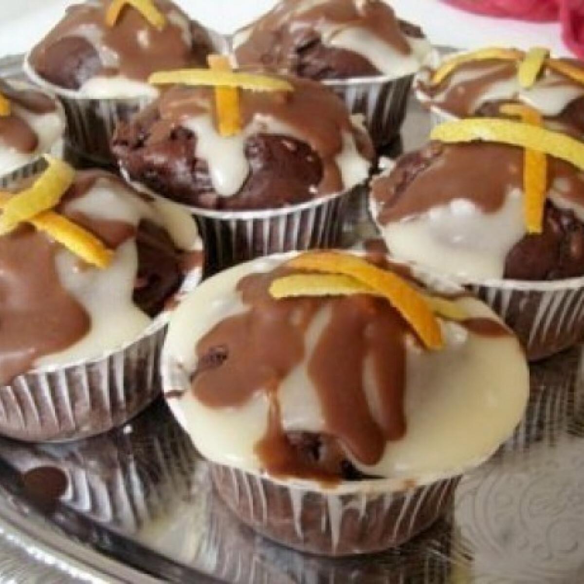 Ezen a képen: Csoki muffin, narancsos-csokis bevonattal