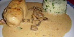 Csirkemell fehérboros-tejszínes mártásban