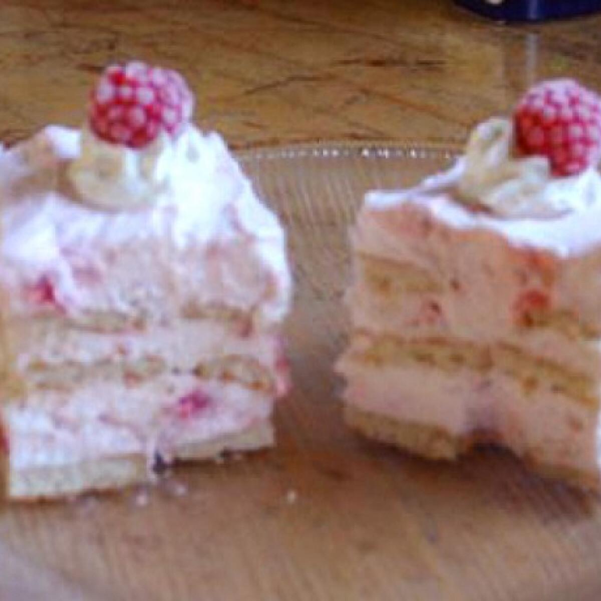Ezen a képen: Málnás-joghurtos kekszkocka
