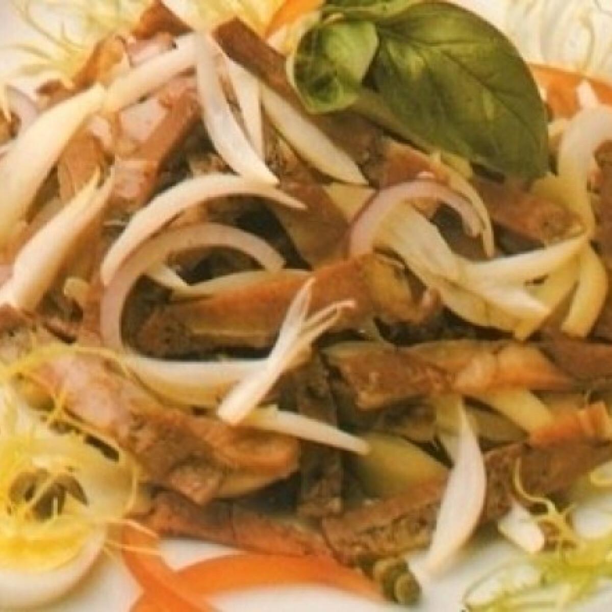 Ezen a képen: Disznósajt saláta