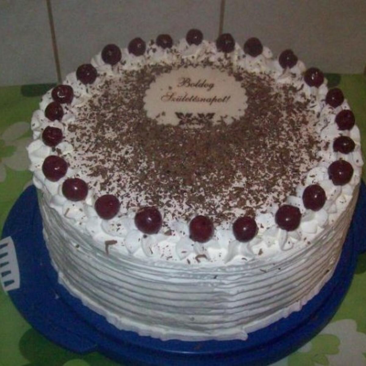 Feketeerdő-torta Mana konyhájából