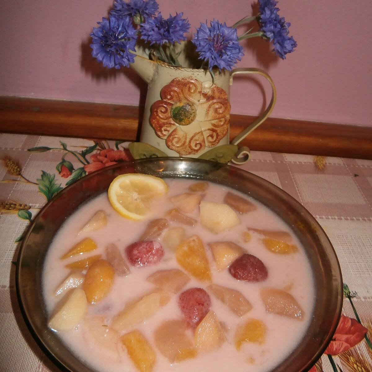 Ezen a képen: Gyümölcsleves Éva konyhájából