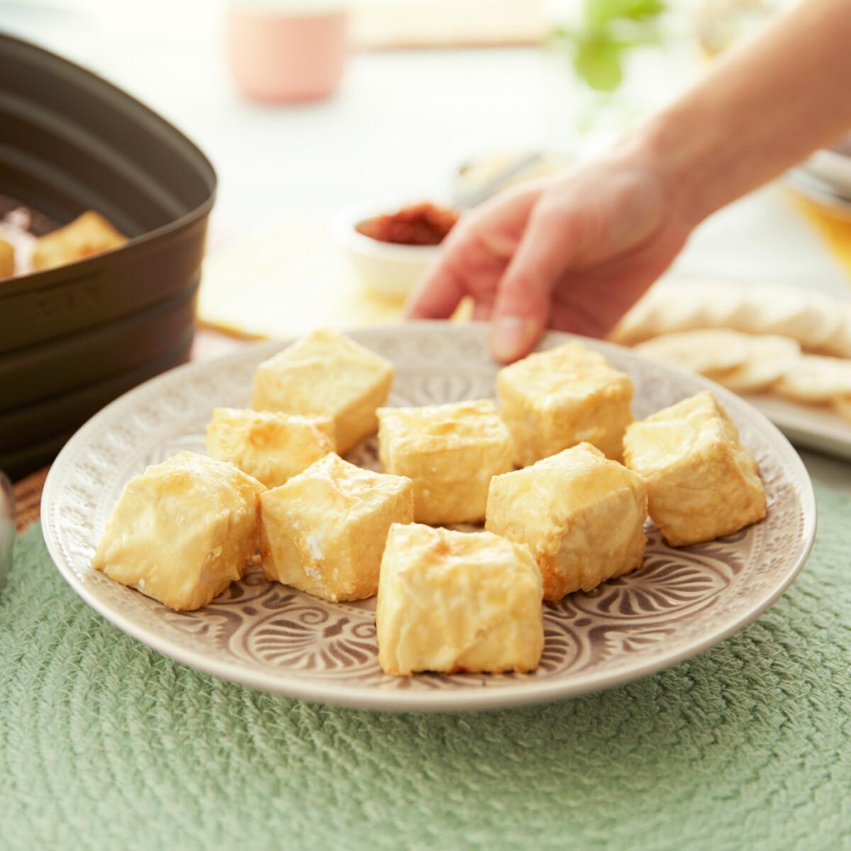Ezen a képen: Bundában sült tofu Philips Airfryerben készítve