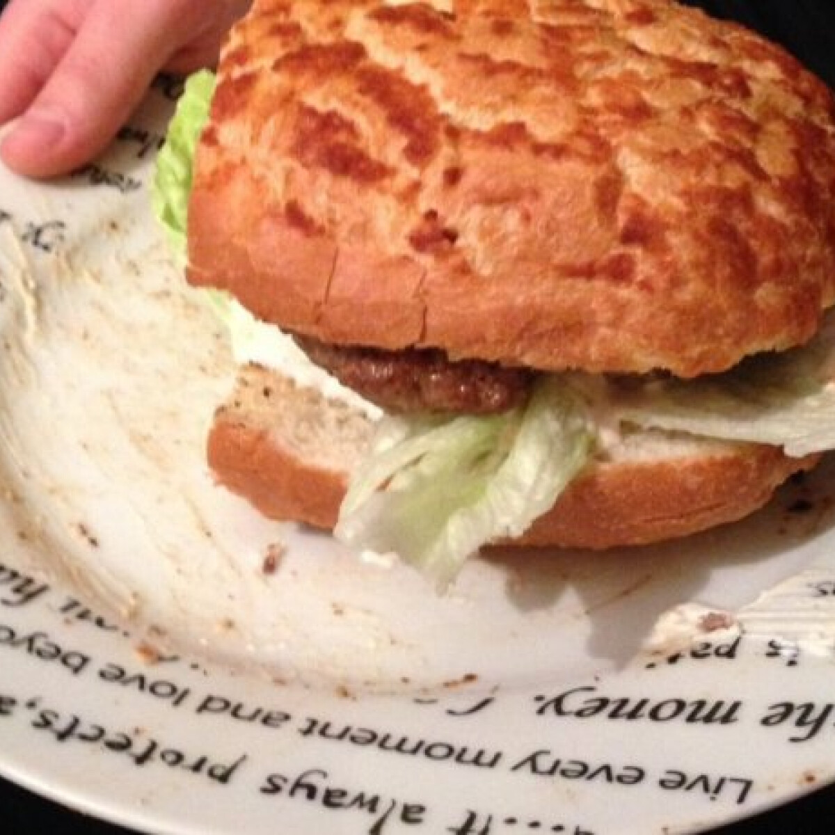 Ezen a képen: Házi hamburger Viki konyhájából