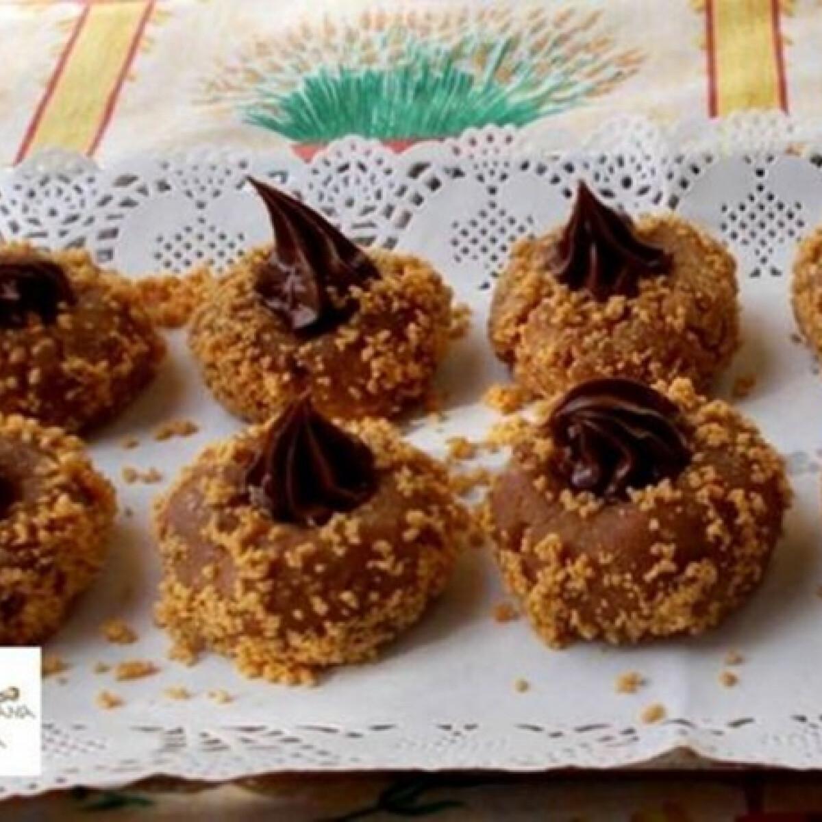 Ezen a képen: Mogyorókrémmel töltött kekszfészek