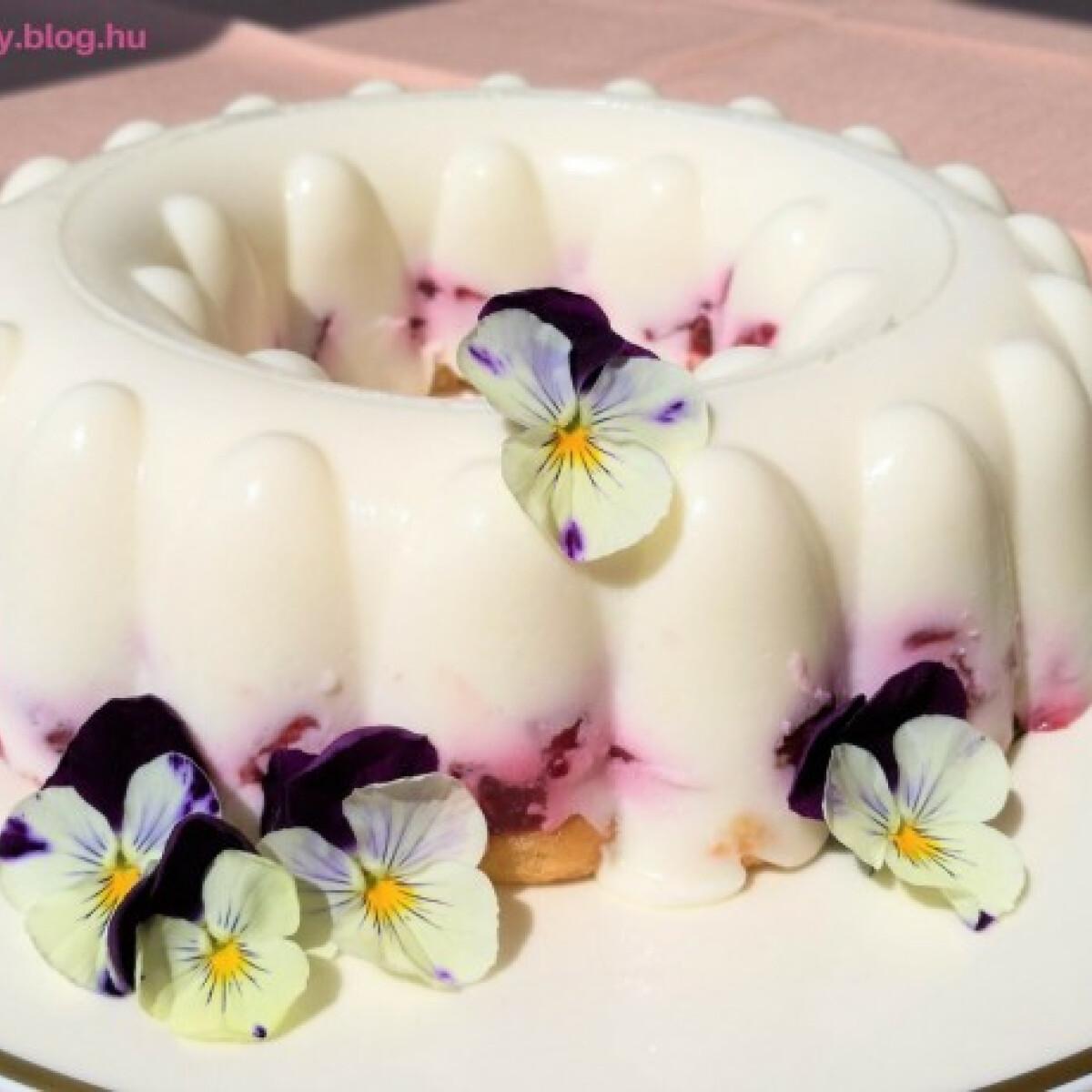 Ezen a képen: Habkönnyű epres-túrós desszert