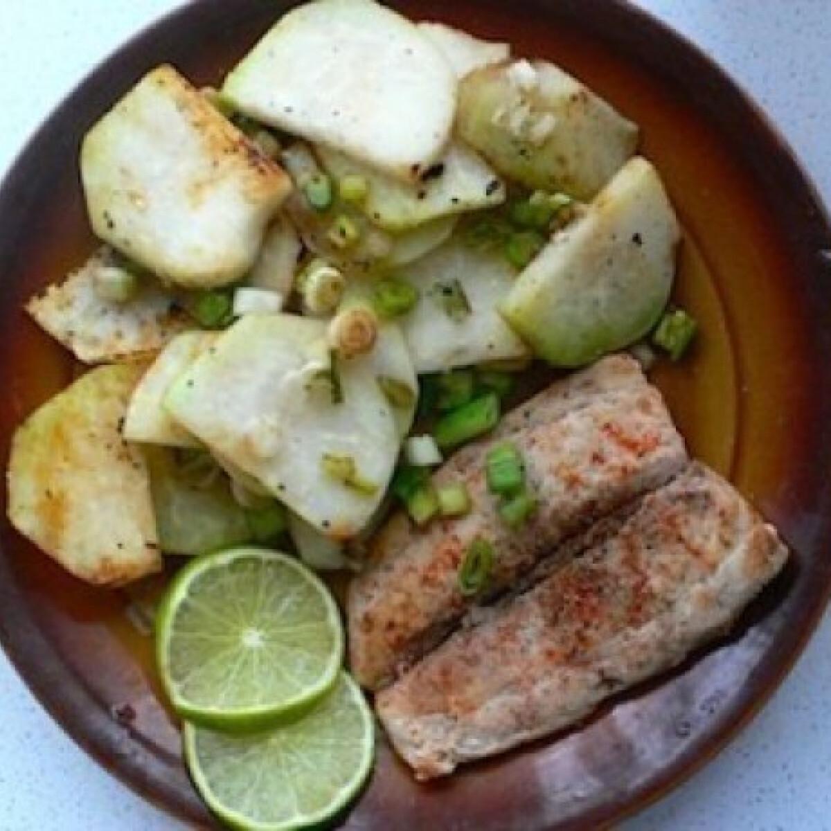 Ezen a képen: Lime-os mahi-mahi filé újhagymás karalábéval