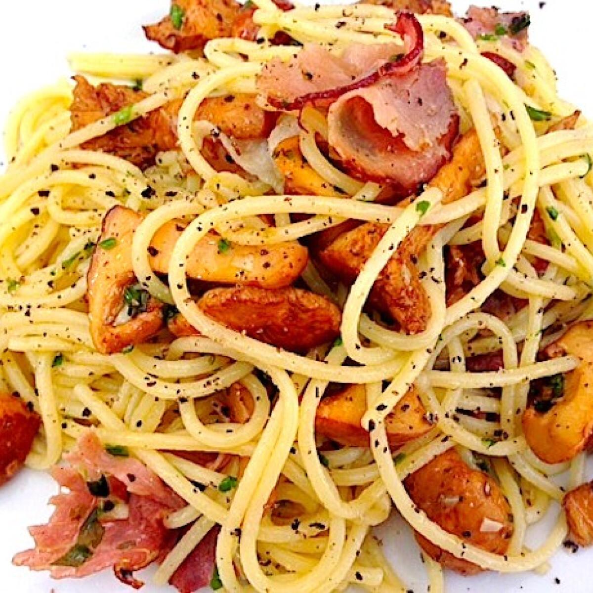 Spaghetti rókagombával és pármai sonkával