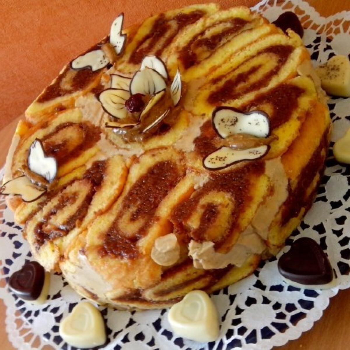 Hamis tiramisu krémes charlotte torta