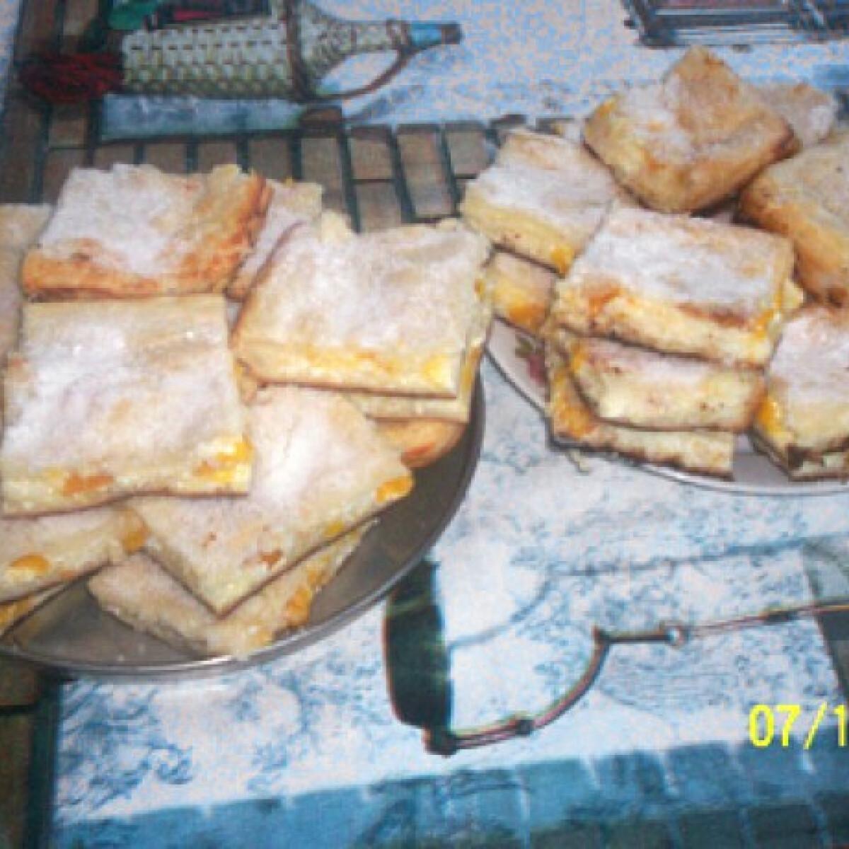 Ezen a képen: Túrós-tökös-sárga ringlószilvás pite