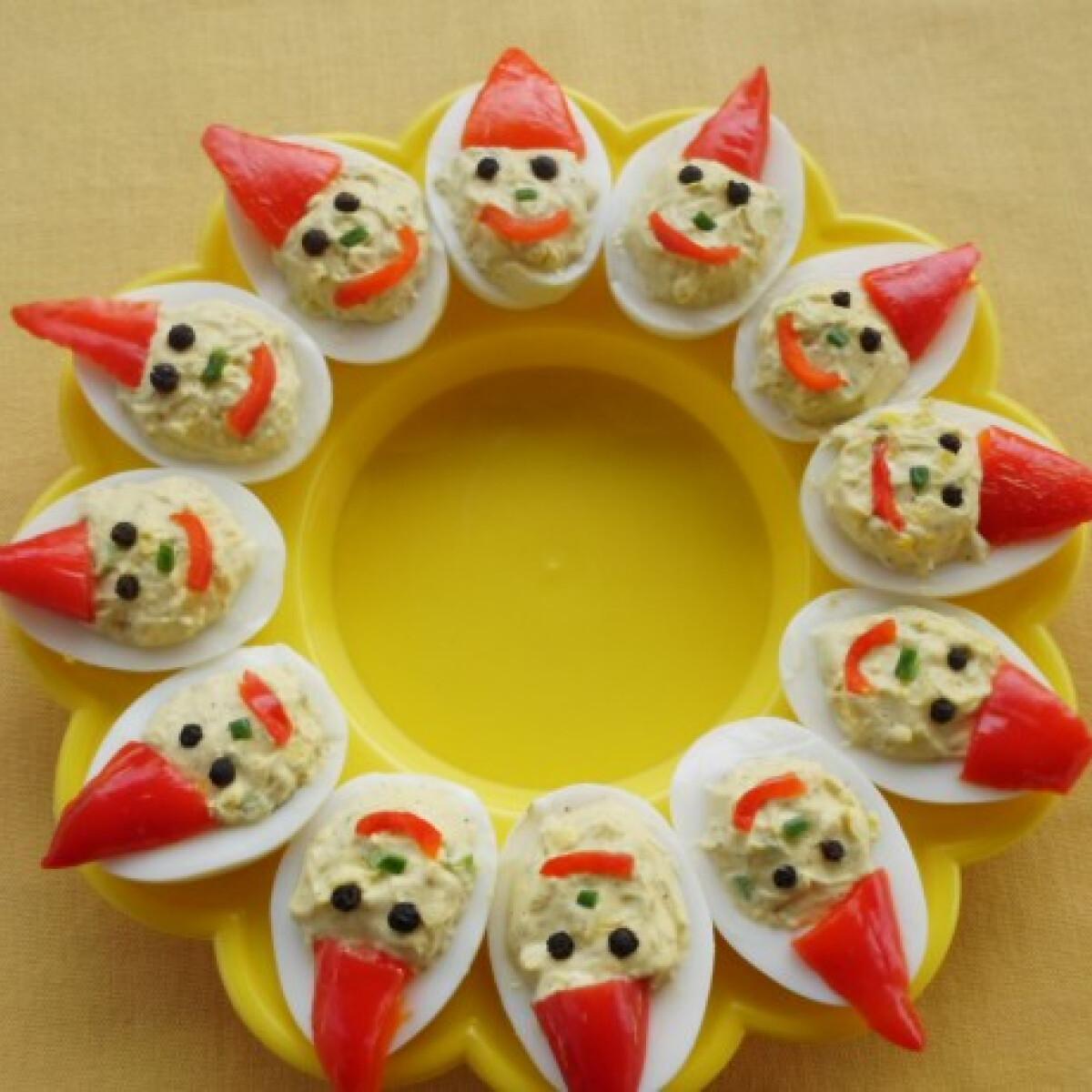 Ezen a képen: Sajtos töltött tojásból Mikulás-kupaktanács