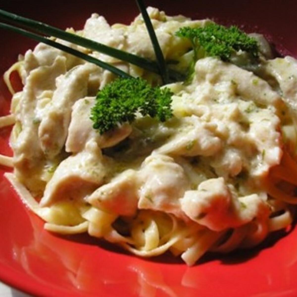Ezen a képen: Olasz tejszínes tésztás csirke