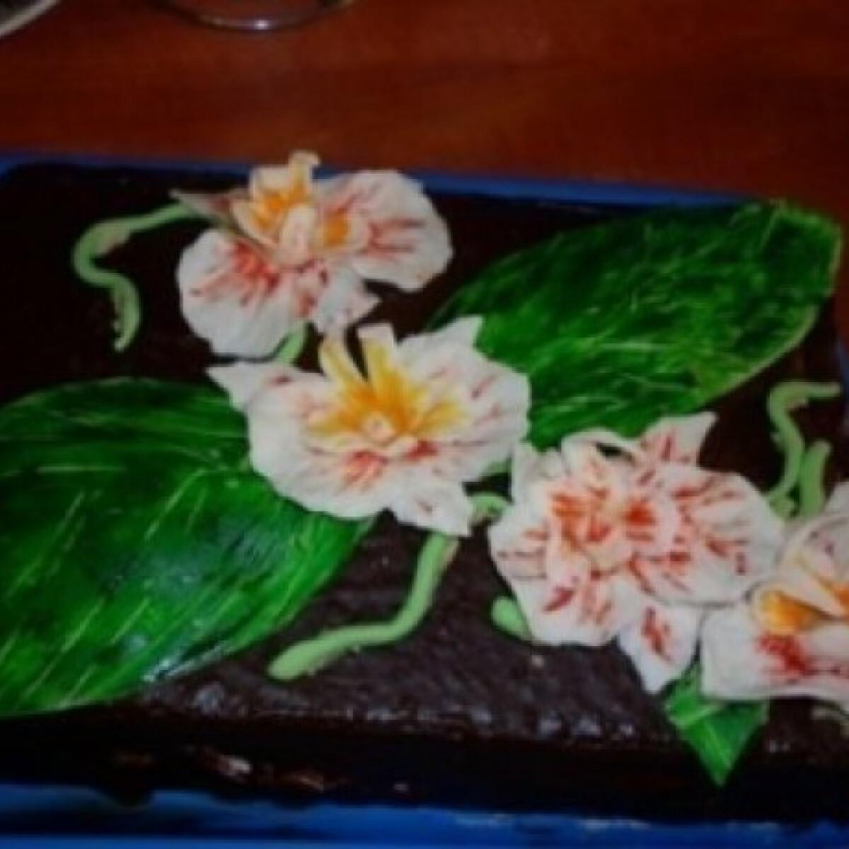 Ezen a képen: Feketeerdő torta orchidea díszítéssel