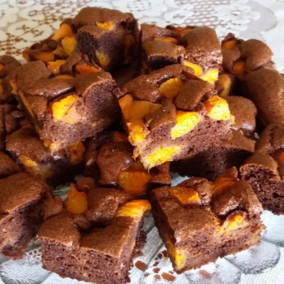 Ezen a képen: Gluténmentes kakaós-barackos reform sütemény