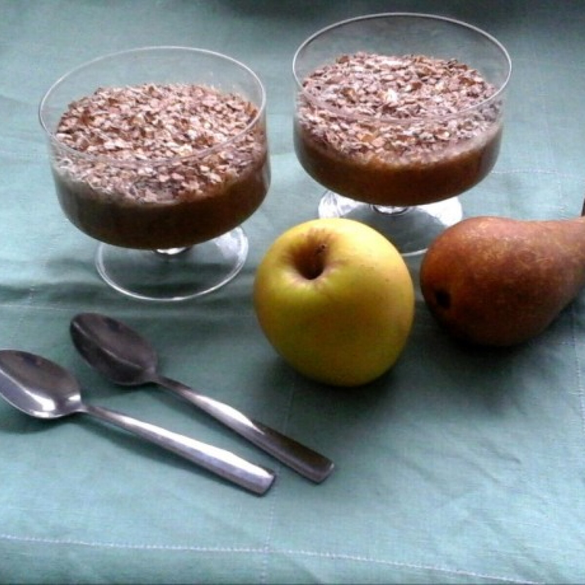 Ezen a képen: Almás-körtés desszertkrém hajdinapehellyel