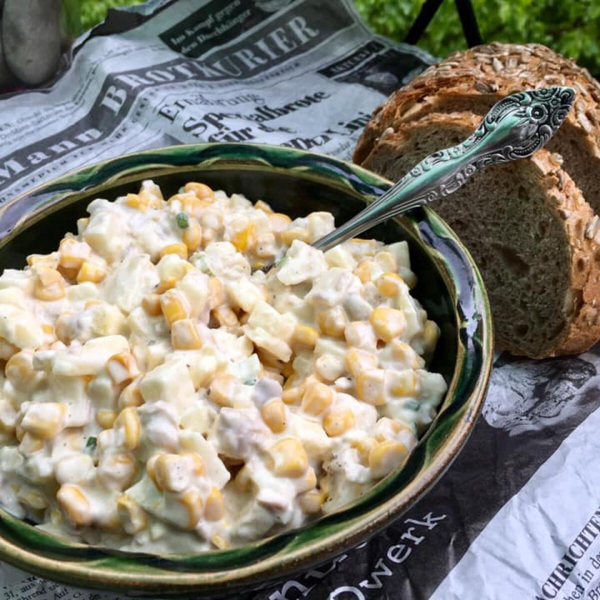 Ezen a képen: Csirkés-almás-sajtos kukoricasaláta