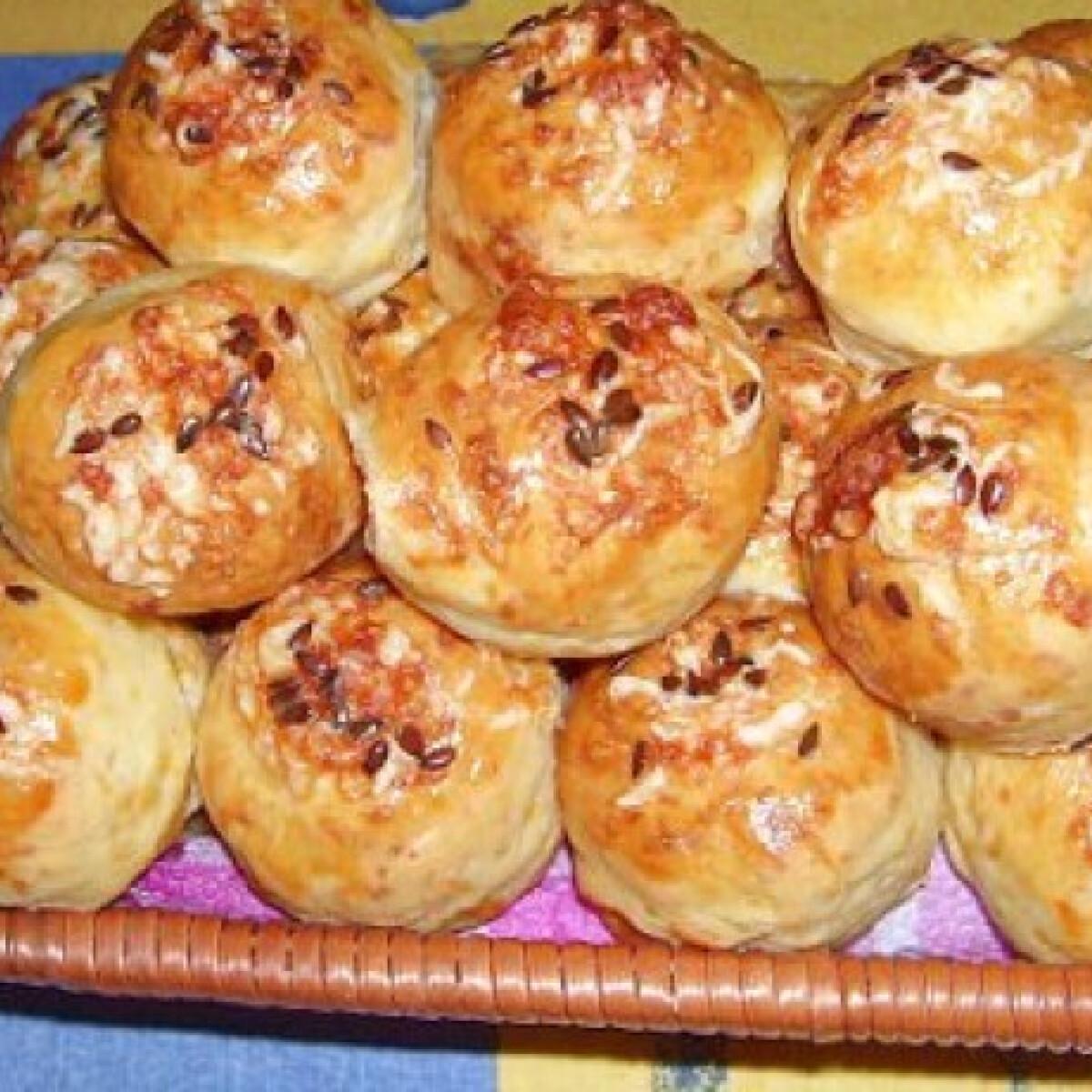 Ezen a képen: Sajtos-magos pogácsa bjkata konyhájából
