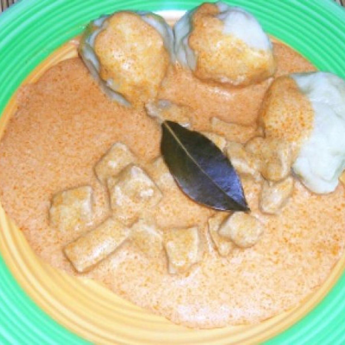 Ezen a képen: Savanyú hús krumpligombóccal