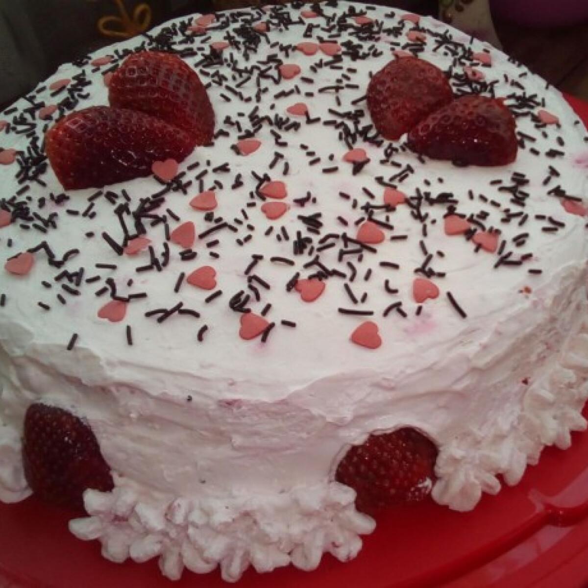 Ezen a képen: Gluténmentes eperhabos torta