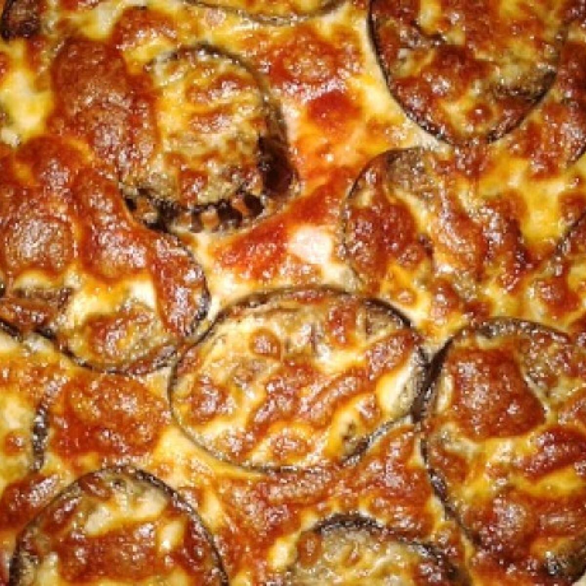 Ezen a képen: Sonkás-padlizsános pizza