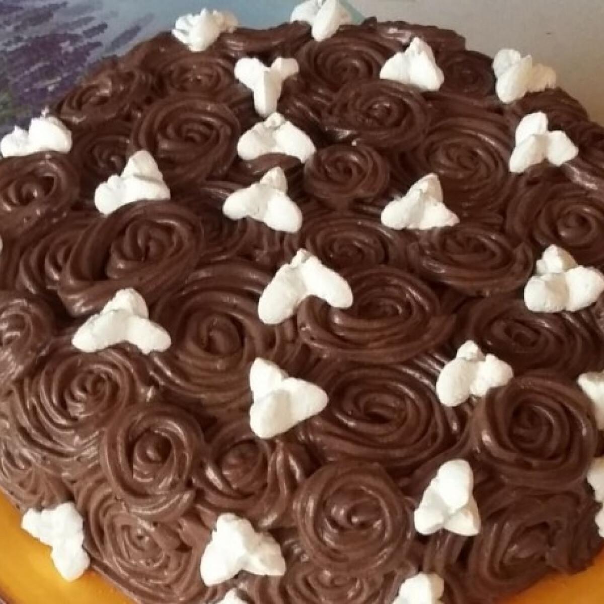 Ezen a képen: Csokis rózsatorta