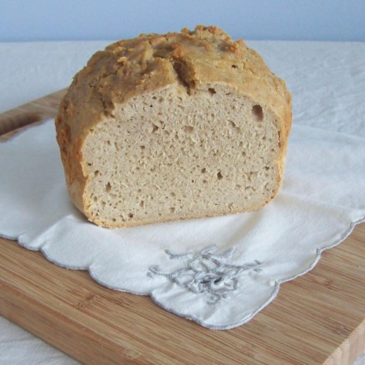 Ezen a képen: Kefirkovászos kamut lisztes kenyér