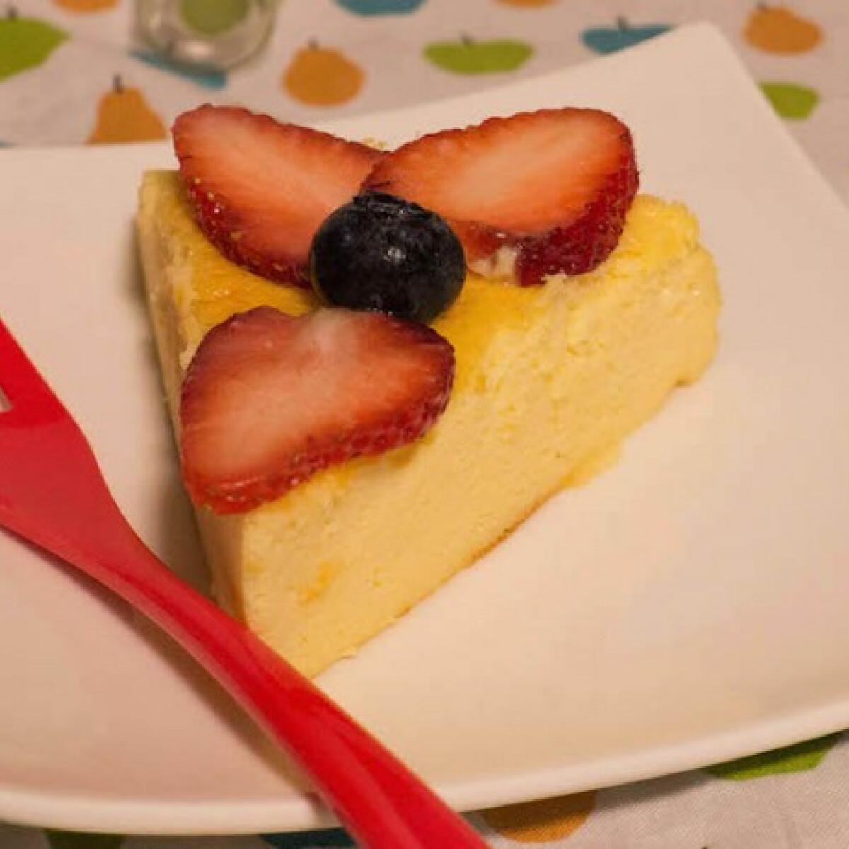 Ezen a képen: Fehércsokis sajttorta kezdőknek