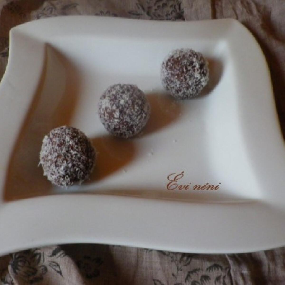 Ezen a képen: Meggyes-csokis kókuszgolyó