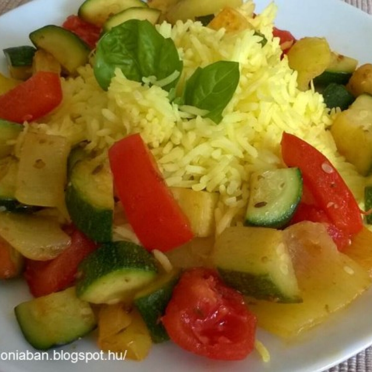 Ezen a képen: Cukkini-paprika-paradicsom - könnyű és gyors vacsora