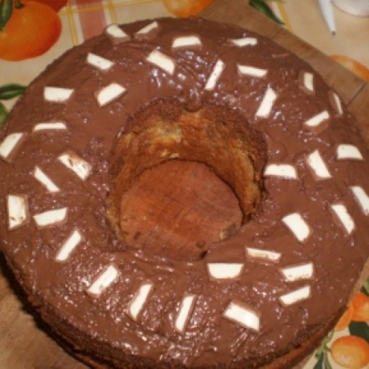 Ezen a képen: Kakaós-nutellás kuglóf