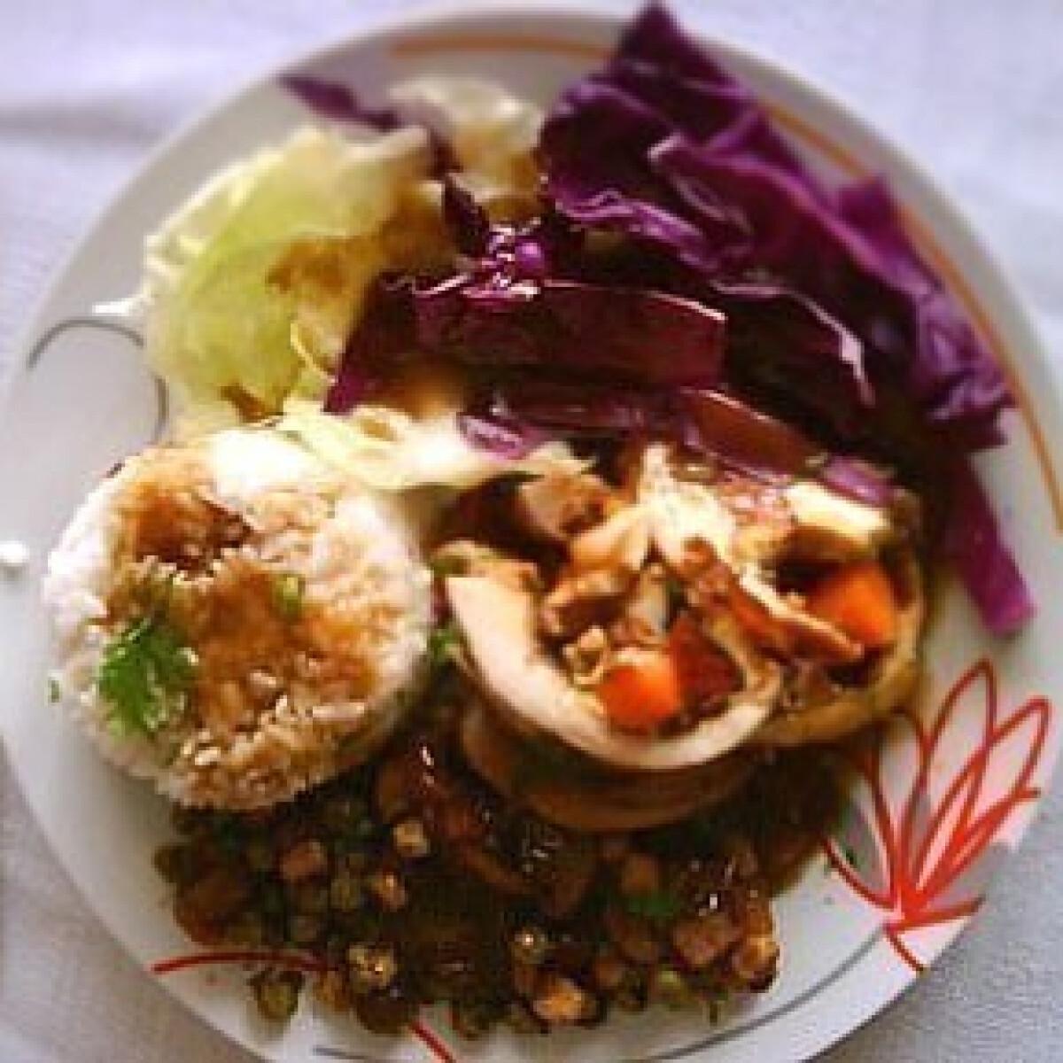 Ezen a képen: Töltött csirkemell párolt zöldséggel