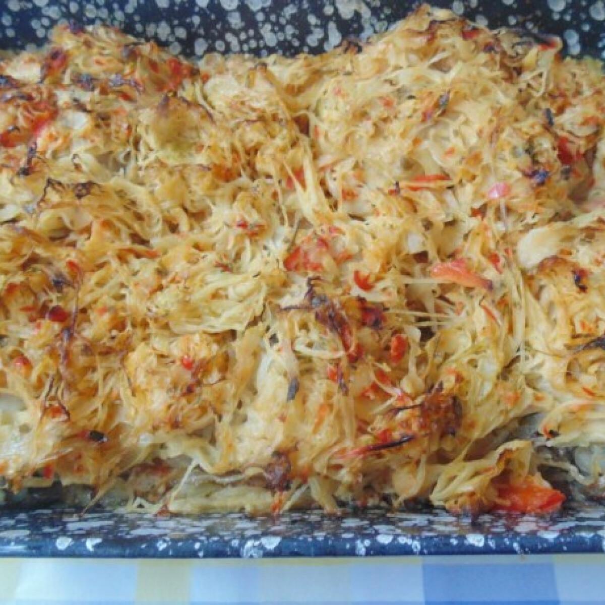 Ezen a képen: Zöldfűszeres káposztában sült csirke