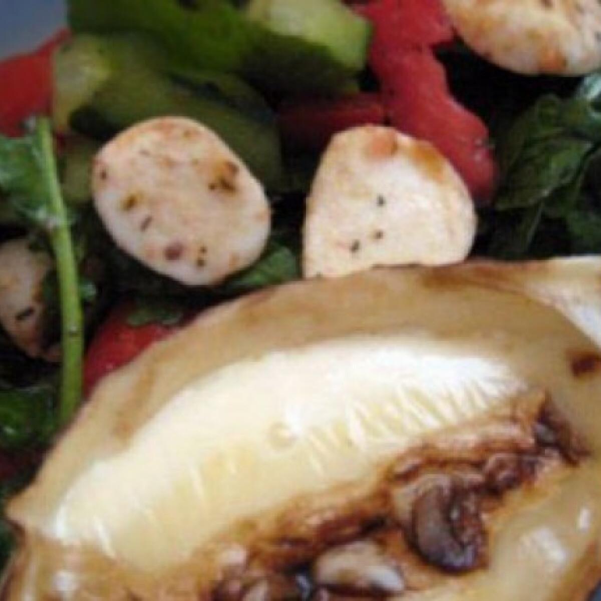 Ezen a képen: Fokhagymás sült camembert