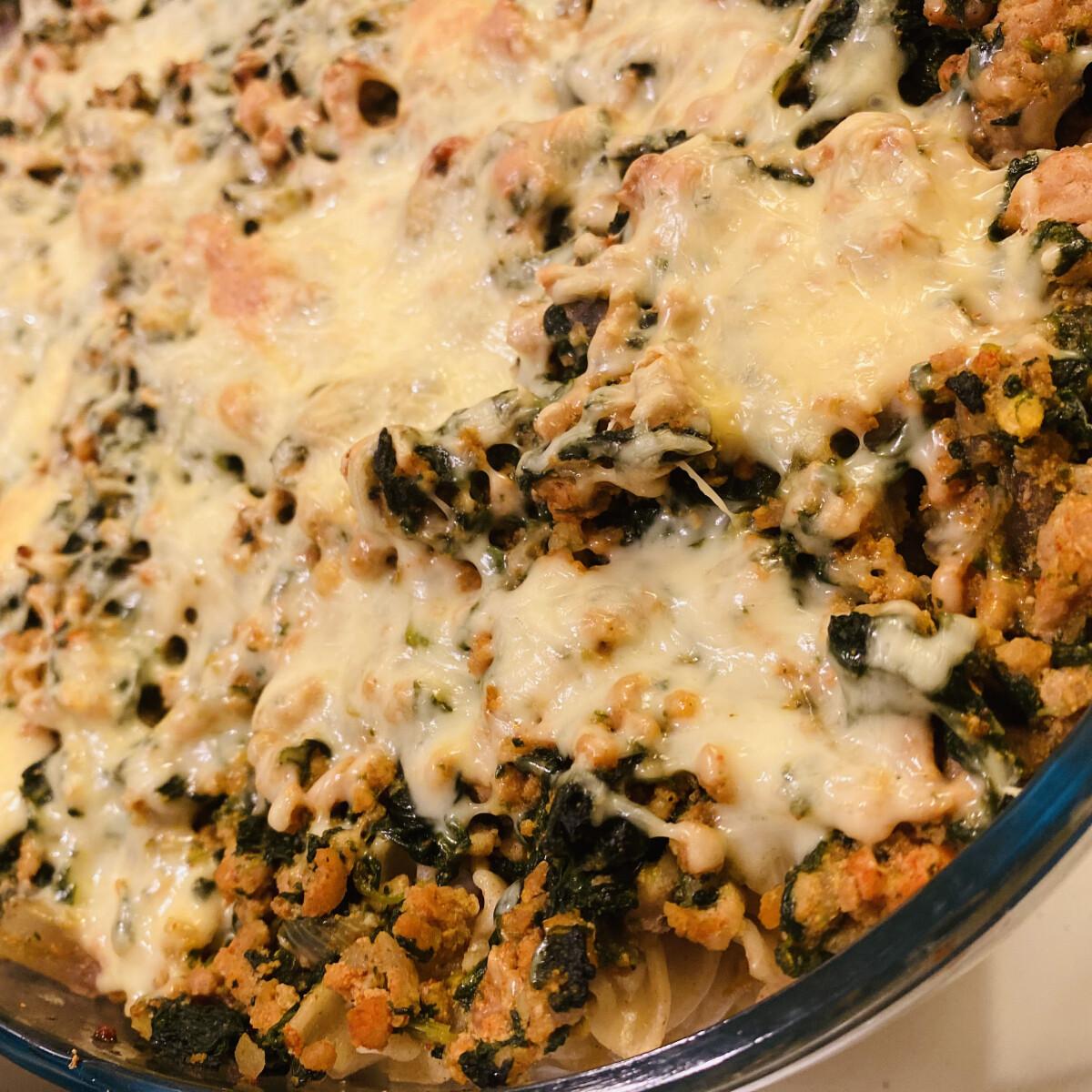 Ezen a képen: Sajtos rakott spenótos tészta